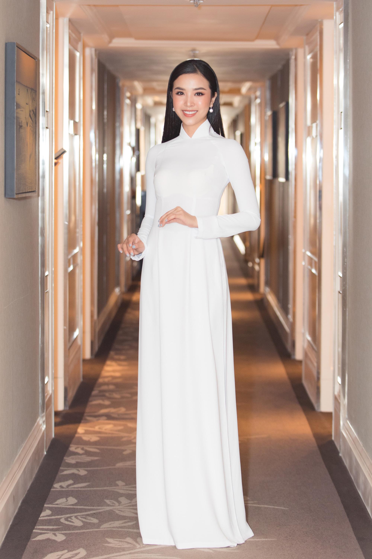 """Trần Tiểu Vy, Lương Thùy Linh, Đỗ Mỹ Linh mặc áo dài trắng đọ sắc đẹp """"hút hồn"""" - Ảnh 8."""