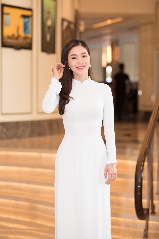 """Trần Tiểu Vy, Lương Thùy Linh, Đỗ Mỹ Linh mặc áo dài trắng đọ sắc đẹp """"hút hồn"""" - Ảnh 10."""