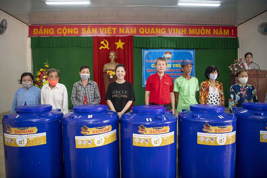 Ca sĩ Đinh Hiền Anh chi gần 1 tỷ làm từ thiện suốt dịch nCoV  - Ảnh 2.