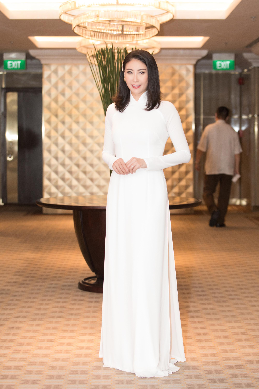 """Trần Tiểu Vy, Lương Thùy Linh, Đỗ Mỹ Linh mặc áo dài trắng đọ sắc đẹp """"hút hồn"""" - Ảnh 11."""