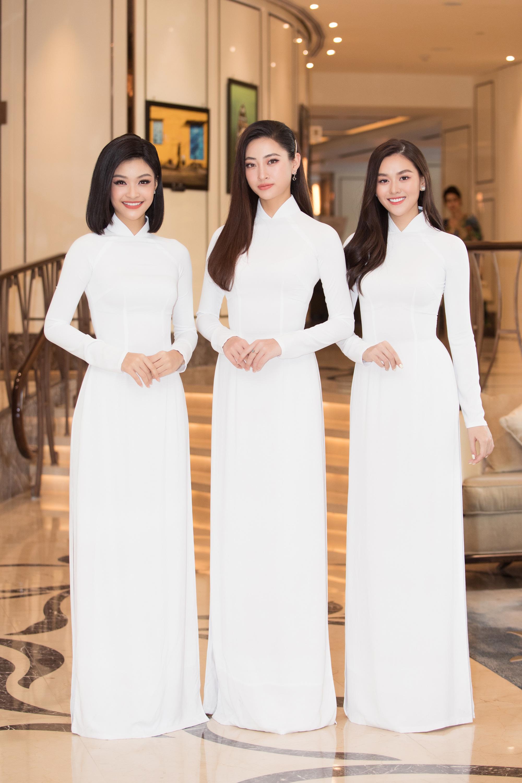 """Trần Tiểu Vy, Lương Thùy Linh, Đỗ Mỹ Linh mặc áo dài trắng đọ sắc đẹp """"hút hồn"""" - Ảnh 5."""