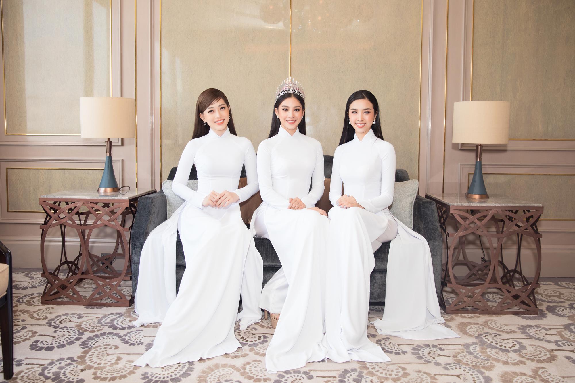 """Trần Tiểu Vy, Lương Thùy Linh, Đỗ Mỹ Linh mặc áo dài trắng đọ sắc đẹp """"hút hồn"""" - Ảnh 4."""