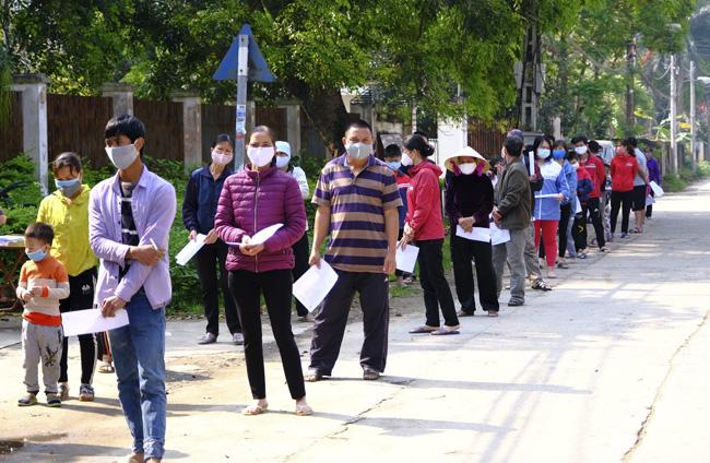 Covid-19: Hà Nội đề xuất chi hàng tỷ đồng hỗ trợ người dân - Ảnh 1.