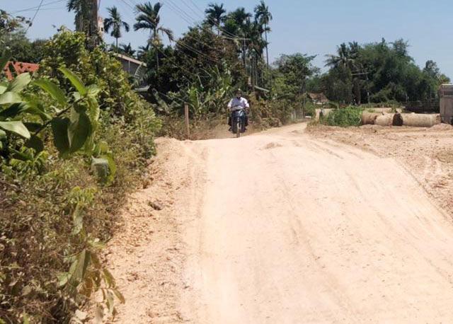 Quảng Ngãi: Sau khảo sát DA 0,53 km đường huyện bị cắt còn dưới 2 triệu USD  - Ảnh 1.