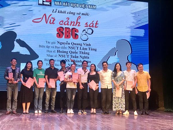 """Nhà hát kịch Việt Nam dựng vở kịch """"Nữ cảnh sát"""" sau đợt giãn cách vì Covid-19 - Ảnh 2."""