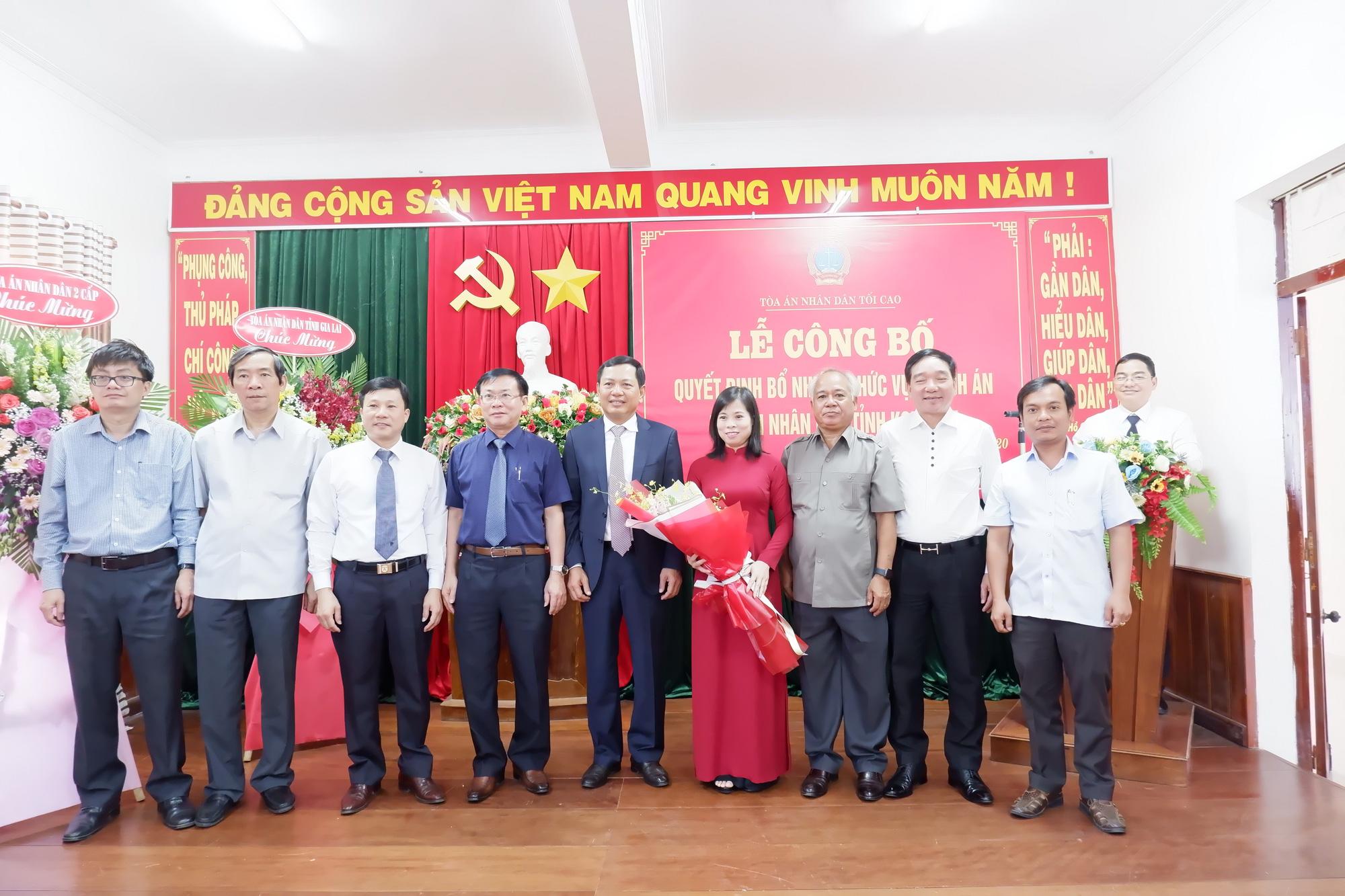 Chánh án TAND Tối cao Nguyễn Hòa Bình bổ nhiệm nữ Chánh án TAND tỉnh - Ảnh 1.