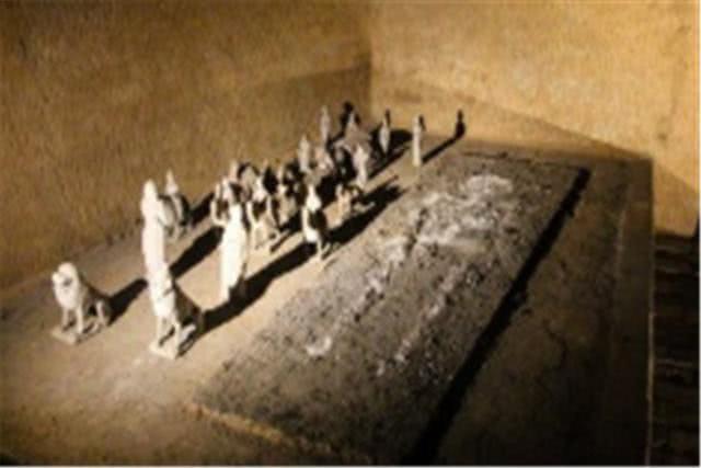 Truyền kỳ về chiếc quan tài đá có giá trị không tưởng được tìm thấy trong ngôi mộ cổ độc nhất vô nhị - Ảnh 4.
