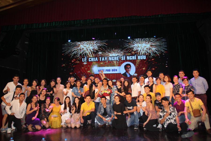 NSƯT Phú Đôn chia tay Nhà hát kịch Việt Nam sau 40 năm gắn bó - Ảnh 1.