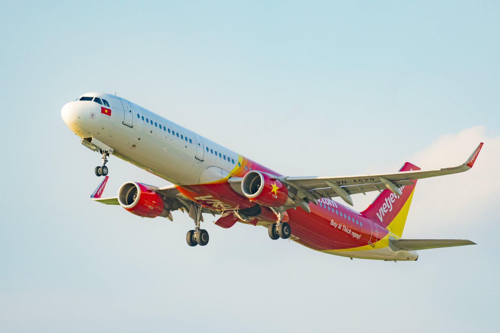 Vượt nắng, vượt gió, phượt Việt Nam cùng những chuyến bay Vietjet - Ảnh 1.