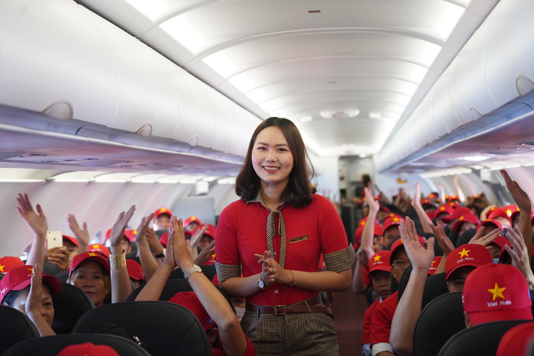 Vượt nắng, vượt gió, phượt Việt Nam cùng những chuyến bay Vietjet - Ảnh 2.