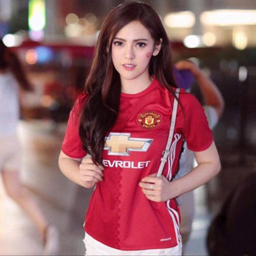 Đơ người vì vẻ đẹp 'chim sa cá lặn' của fan M.U xinh nhất Thái Lan - Ảnh 2.