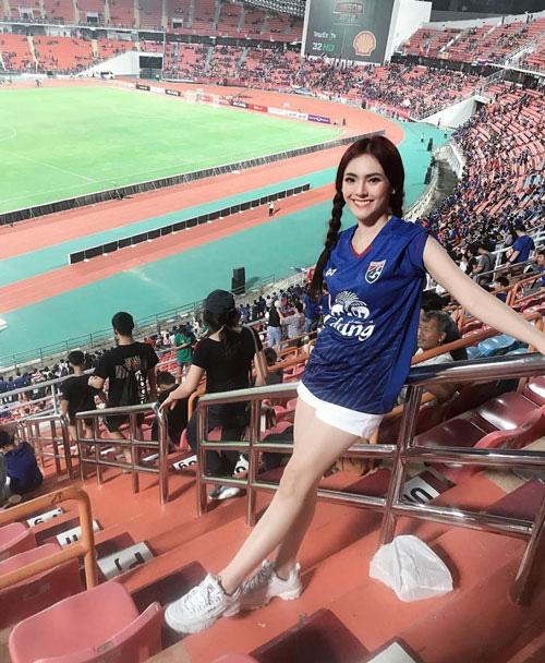 Đơ người vì vẻ đẹp 'chim sa cá lặn' của fan M.U xinh nhất Thái Lan - Ảnh 3.