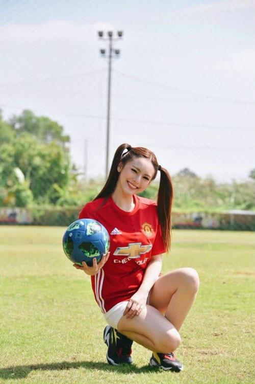 Đơ người vì vẻ đẹp 'chim sa cá lặn' của fan M.U xinh nhất Thái Lan - Ảnh 7.