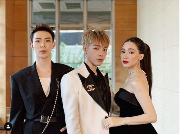 Ba thành viên gia đình Hoa Dâm Bụt.