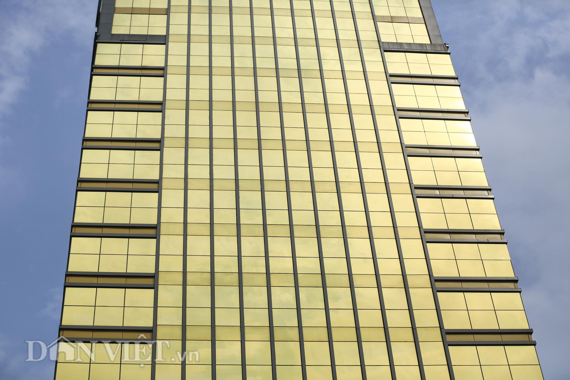 """Hà Nội: Tòa nhà """"dát vàng"""" phản quang gây chói mắt người đi đường - Ảnh 3."""