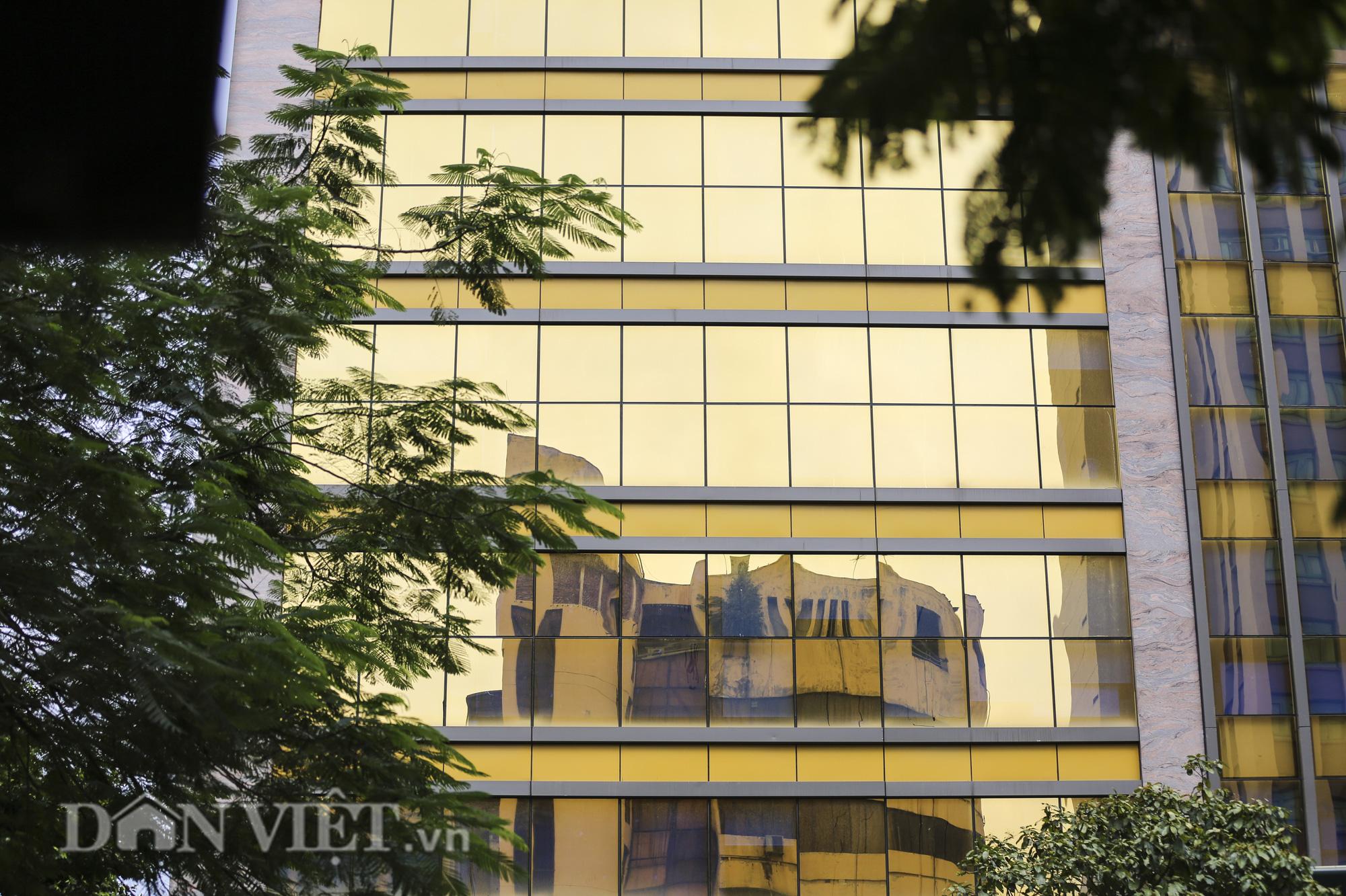 """Hà Nội: Tòa nhà """"dát vàng"""" phản quang gây chói mắt người đi đường - Ảnh 6."""