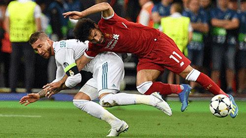 Ramos chủ động chơi xấu với Salah