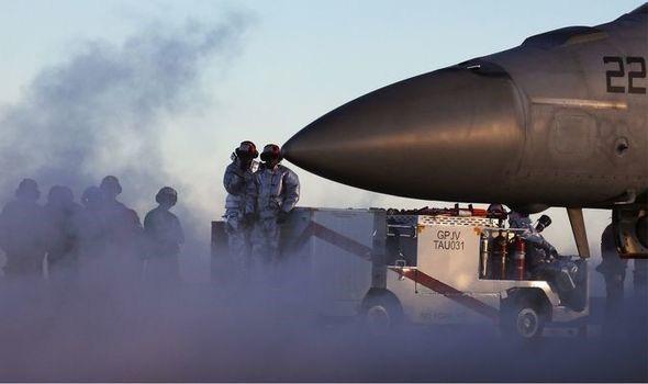 Không quân Mỹ tiết lộ những báo cáo về các cuộc chạm trán với UFO - Ảnh 1.