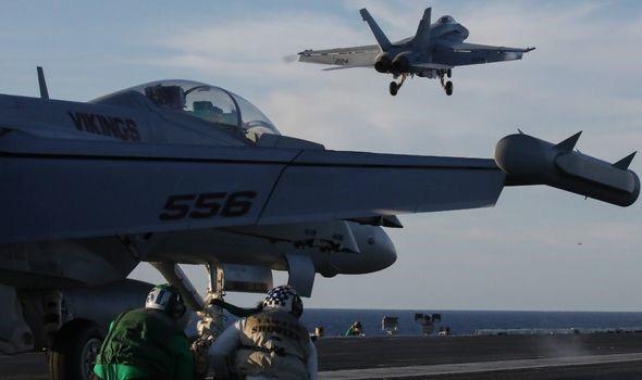 Không quân Mỹ tiết lộ những báo cáo về các cuộc chạm trán với UFO - Ảnh 2.