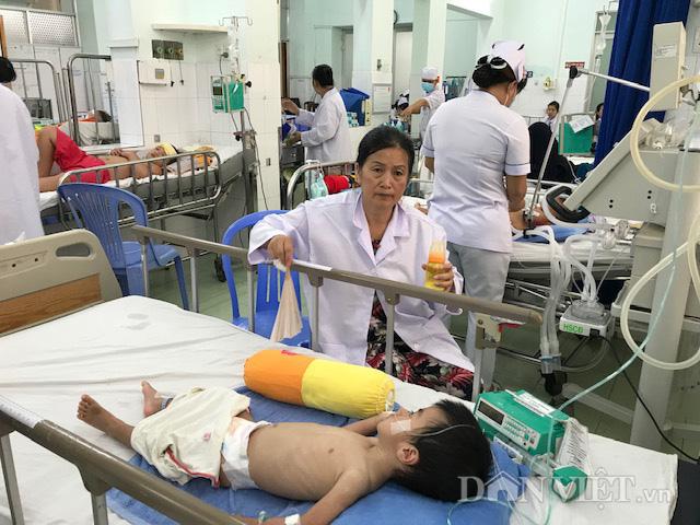 TP.HCM: Người già, trẻ nhỏ nhập viện vì nắng nóng - Ảnh 1.