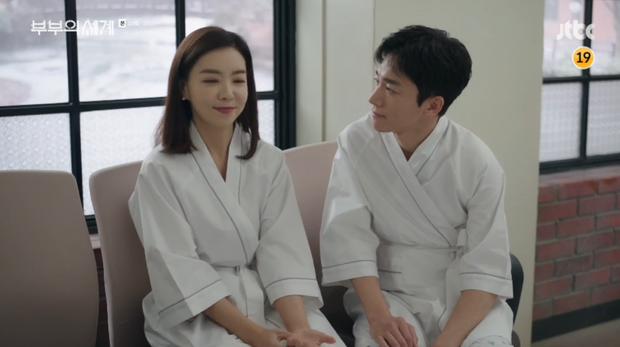 """Khi đang trò chuyện với Ye Rim về mối quan hệ giữa Sun Woo – Lee Tae Oh, Je Hyuk lý giải diễn biến tâm lý của bạn thân nói riêng và đàn ông nói chung: """"Ở bên cạnh, dù có phụ nữ đi nữa thì vẫn nhìn sang cô gái khác. Có cô gái khác lại nghĩ đến cô gái cũ. Đàn ông là như vậy đó!""""."""