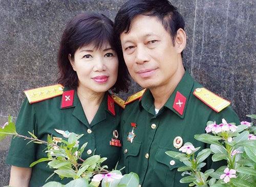 Chuyện người vợ hóa trang nghìn lần cho chồng đóng vai Bác Hồ - Ảnh 2.