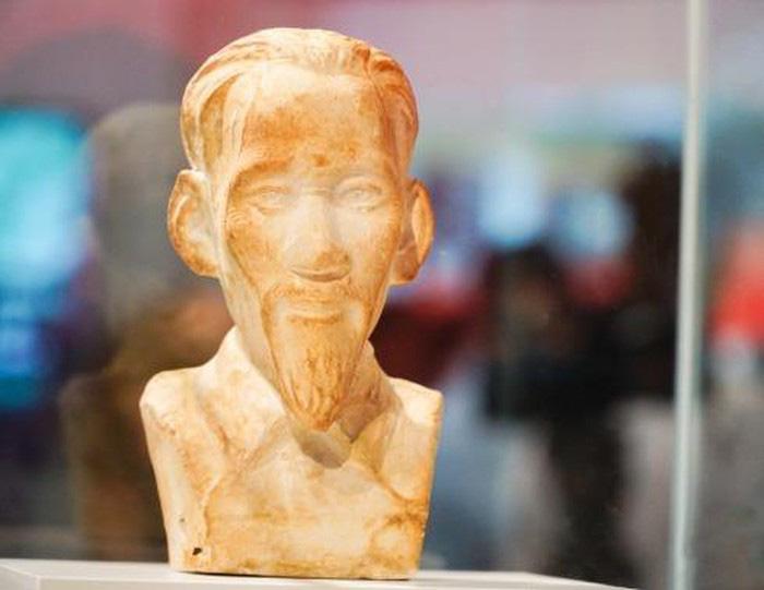 Ly kỳ chuyện bức tượng bán thân Bác Hồ trở về sau 70 năm lưu lạc - Ảnh 1.