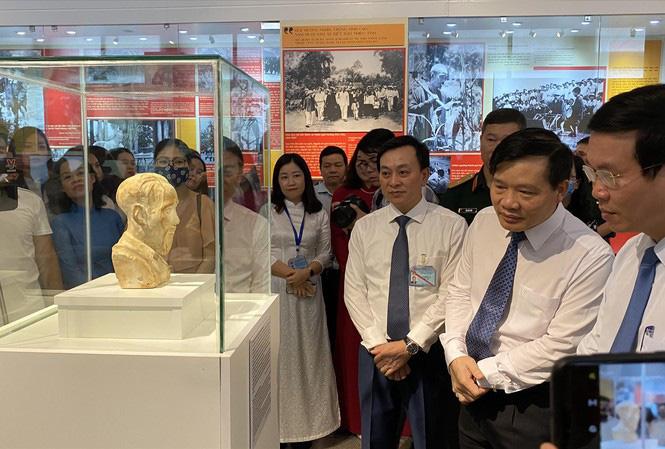 Ly kỳ chuyện bức tượng bán thân Bác Hồ trở về sau 70 năm lưu lạc - Ảnh 2.