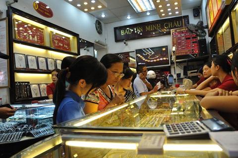 Giá vàng hôm nay 2/5 sụt giảm sâu xuống sát mốc 47 triệu - Ảnh 1.