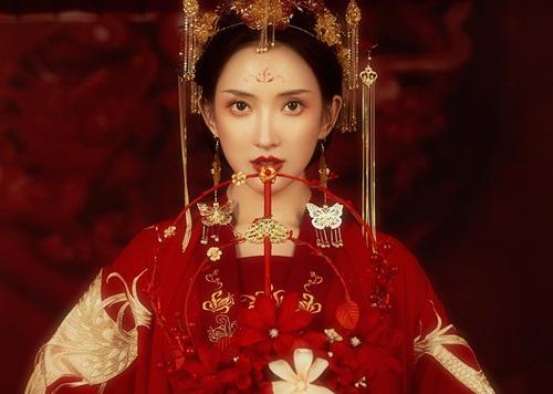 Quá xinh đẹp, thái tử phi bị bố chồng cướp dâu ngay trong ngày đại hôn - Ảnh 1.