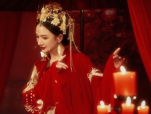 Quá xinh đẹp, thái tử phi bị bố chồng cướp dâu ngay trong ngày đại hôn - Ảnh 2.
