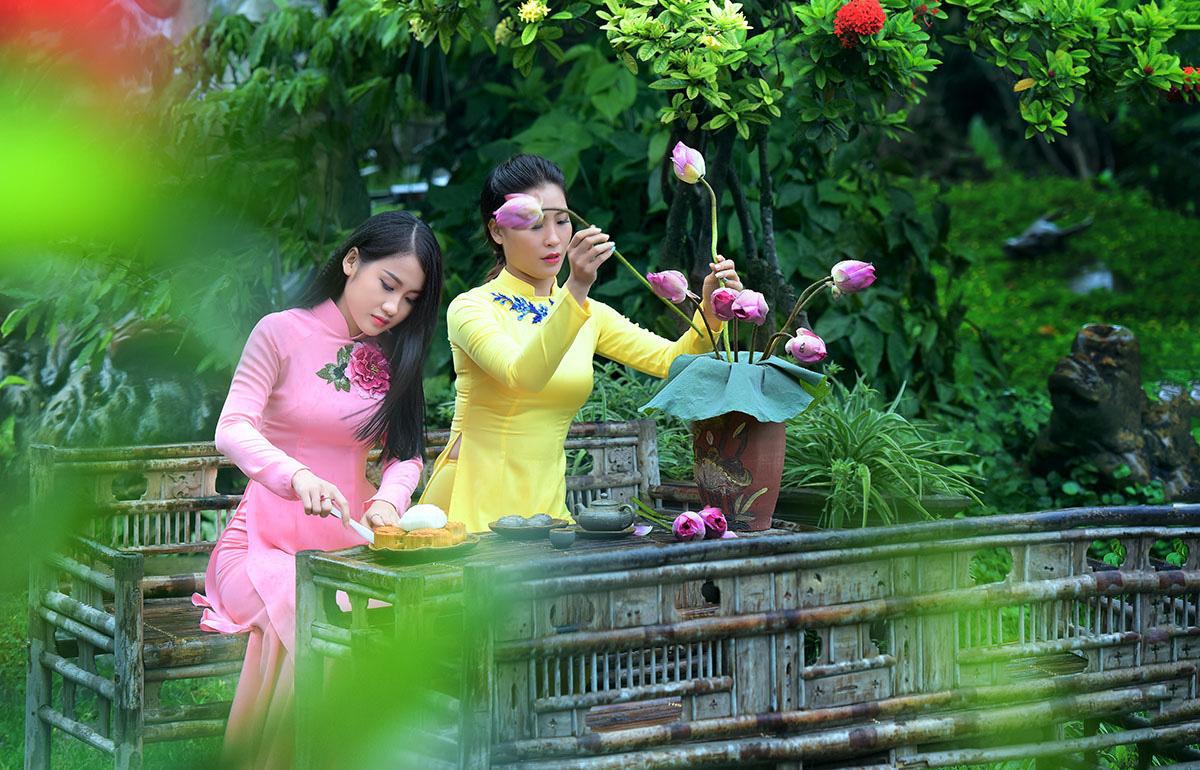 Sen đầu mua khoe sắc, len lỏi khắp phố phường Hà Nội - Ảnh 11.