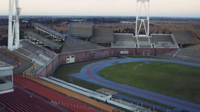8 sân vận động dị biệt và kì lạ nhất thế giới - Ảnh 2.