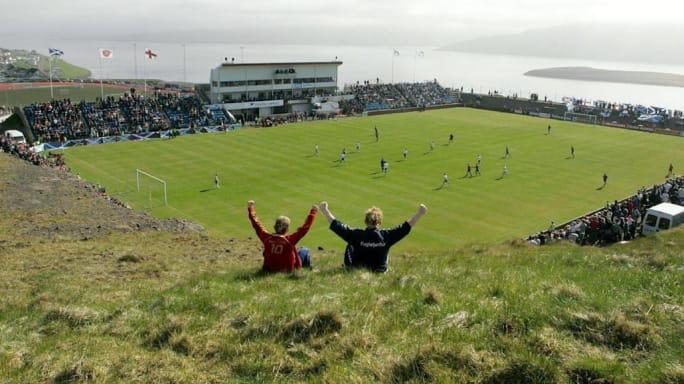 8 sân vận động dị biệt và kì lạ nhất thế giới - Ảnh 4.