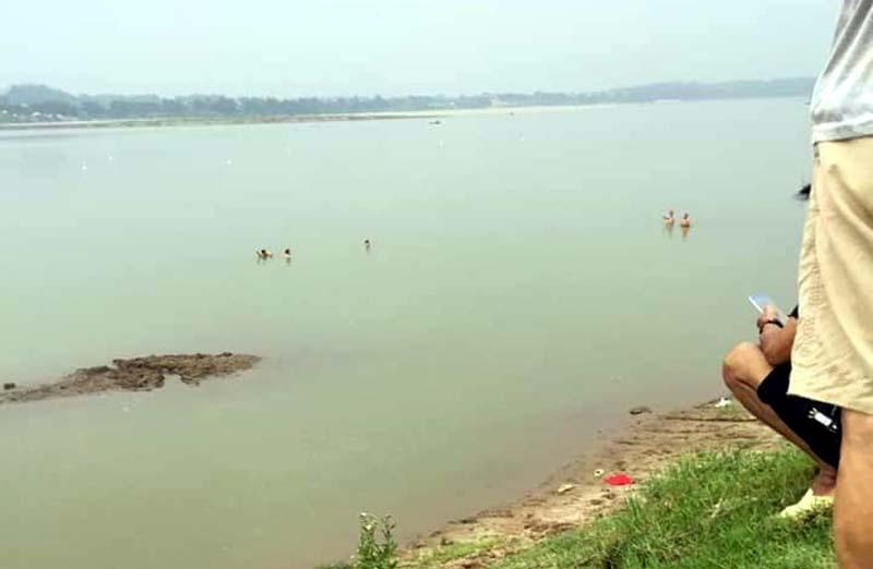 Hà Nội: Hai nữ sinh chết đuối thương tâm trên sông Đà - Ảnh 2.