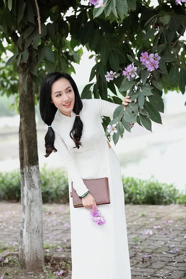 """Tuổi 40, BTV Hoài Anh vẫn mặc áo dài trắng đẹp """"gây mê"""" người nhìn - Ảnh 1."""