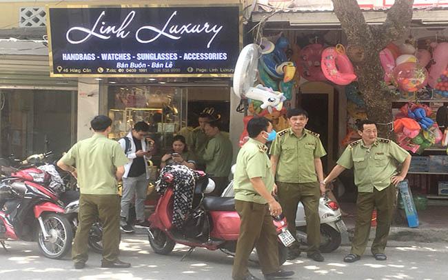 """Phát hiện hơn 2.000 hàng hiệu Gucci, Chanel,... """"rởm"""" tại Hà Nội - Ảnh 1."""