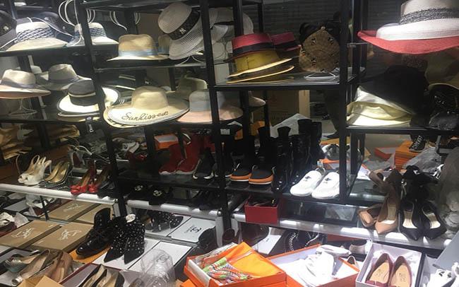 """Phát hiện hơn 2.000 hàng hiệu Gucci, Chanel,... """"rởm"""" tại Hà Nội - Ảnh 2."""