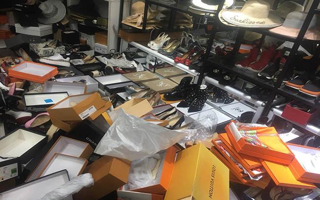 """Phát hiện hơn 2.000 hàng hiệu Gucci, Chanel,... """"rởm"""" tại Hà Nội - Ảnh 7."""