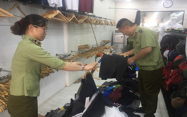 """Phát hiện hơn 2.000 hàng hiệu Gucci, Chanel,... """"rởm"""" tại Hà Nội - Ảnh 8."""