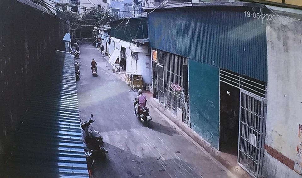 """62 ki ốt chợ Long Biên vẫn """"tồn tại"""" dù ký sai quy định - Ảnh 3."""