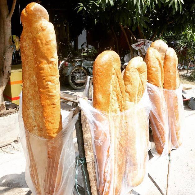 Bánh mì khổng lồ ở An Giang - Ảnh 3.