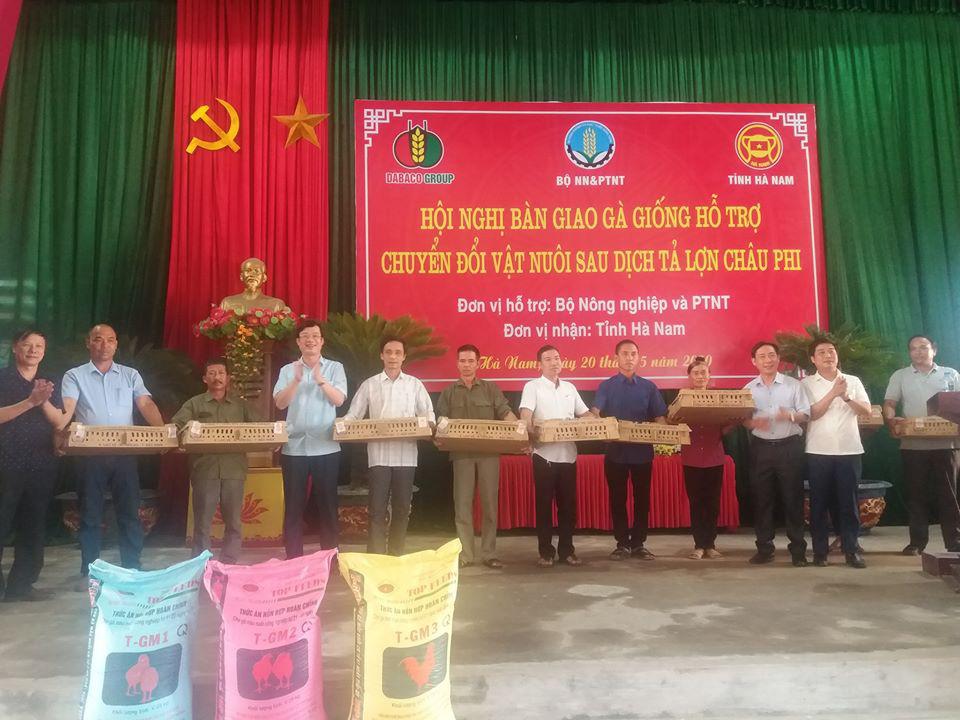 Tập đoàn Dabaco tặng miễn phí 50.000 con gà giống J-Dabaco cho nông dân Hà Nam - Ảnh 4.