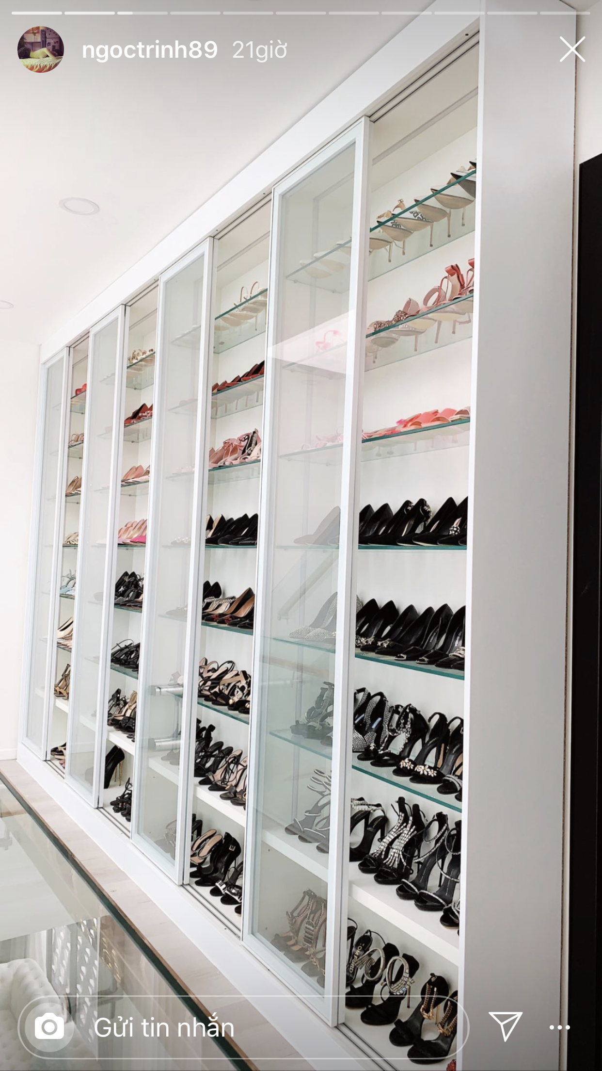"""Ngọc Trinh gây """"choáng"""" vì tủ giày hiệu bổ sung trong biệt thự 50 tỷ đồng - Ảnh 5."""