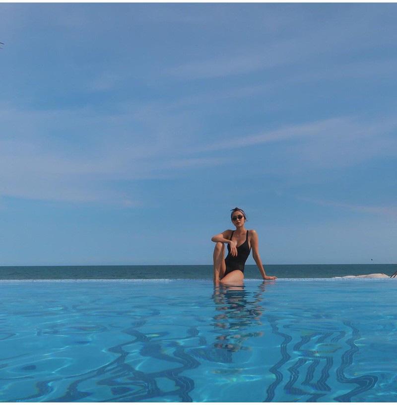 """Tăng Thanh Hà gây """"bỏng mắt"""" vì bức ảnh hiếm hoi mặc bikini ở bể bơi - Ảnh 2."""