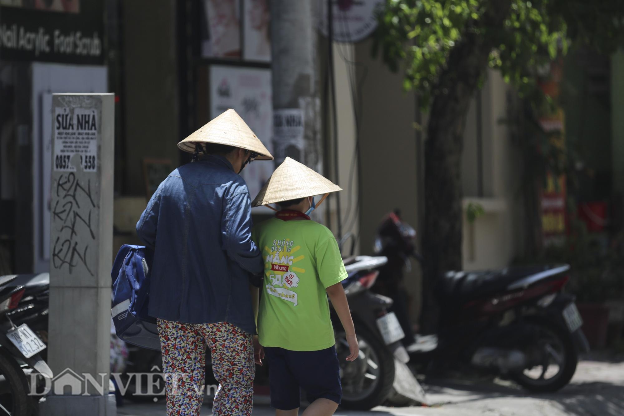 Muôn vàn cách chống cái nóng 40 độ của người Hà Nội - Ảnh 14.