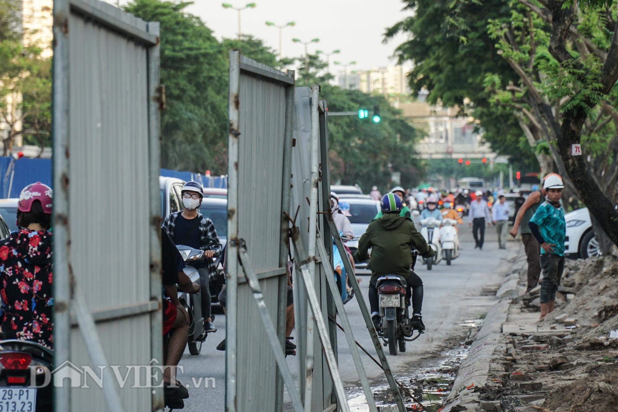 Người dân chật vật di chuyển qua nút giao đang thi công đường vành đai 2,5 - Ảnh 6.