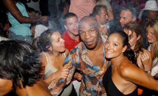 Huyền thoại boxing Mike Tyson: 15 cô gái mỗi ngày, yêu 1.300 mỹ nhân - Ảnh 1.