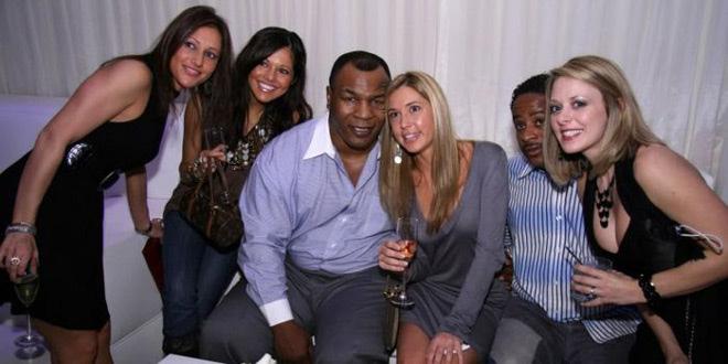 Huyền thoại boxing Mike Tyson: 15 cô gái mỗi ngày, yêu 1.300 mỹ nhân - Ảnh 2.