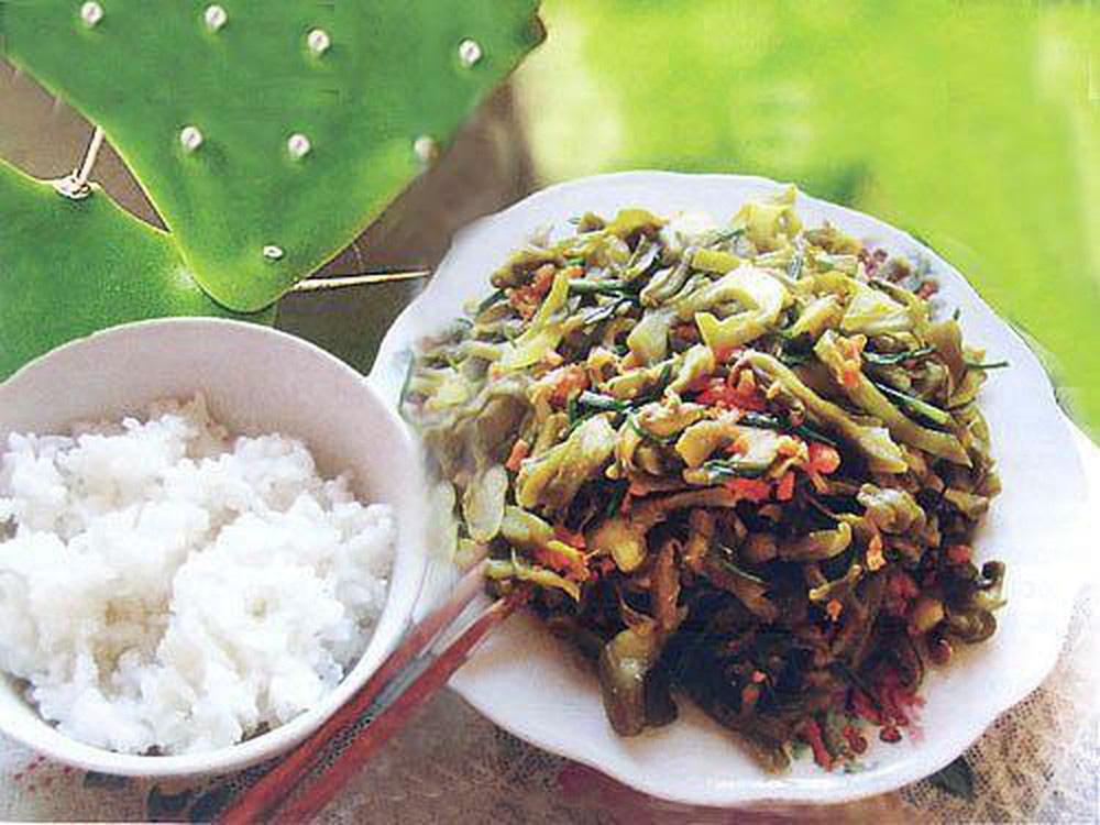 Tròn mắt với các món ăn kỳ lạ từ loại cây gai góc xương rồng của người dân xứ Quảng - Ảnh 2.